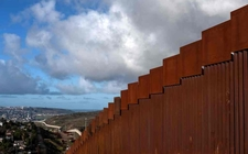 Images_153617_thumb_muro-fronterizo-afp