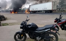 Images_153749_thumb_traileres-colocados-bloquear-carretera-enfrentamientos