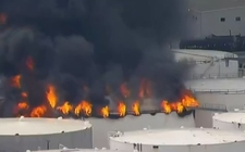 Images_153804_thumb_los-bomberos-tratan-de-controlar