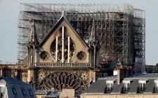 Images_158542_thumb_turistas-llevado-souvenirs-catedral-notre_0_13_1024_637