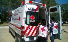 Images_163675_thumb_paramedicos-cruz-roja-llegaron-atenderlo_0_57_905_563
