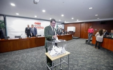 Images_166422_thumb_senador-ricardo-monreal-anulo-voto_0_18_800_497