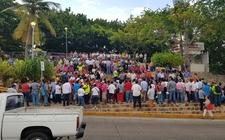 Images_166946_thumb_los-empleados-marchan-por-acapulco