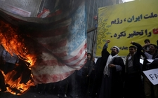 Images_170067_thumb_manifestantes-iranies-corean-lemas-prenden_0_21_640_398