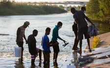 Images_187479_thumb_haitianos-cruzan-rio-bravo-flujo