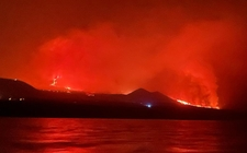 Images_187635_thumb_volcan-habria-tocado-mar-noche_0_49_1024_638